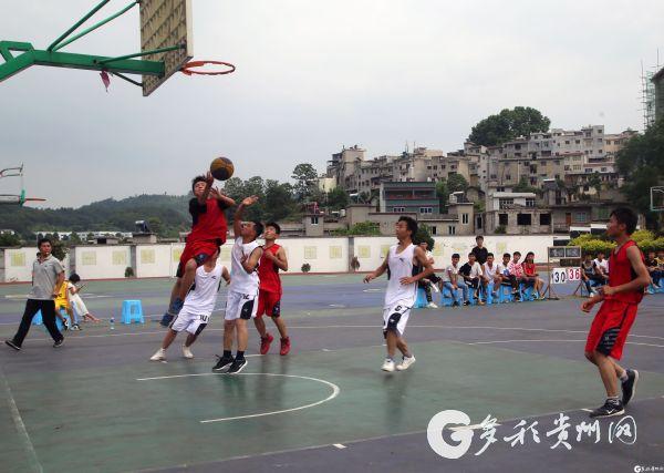 小篮球合朋赛点开赛比赛中争抢